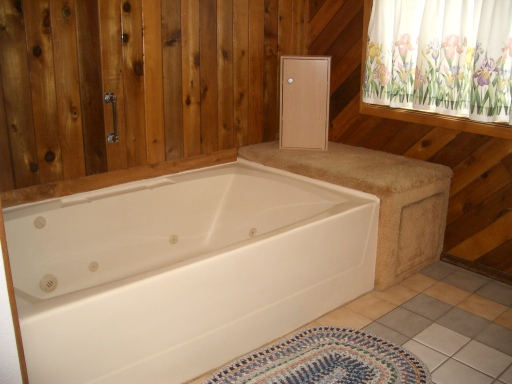 Huge Jetted Tub